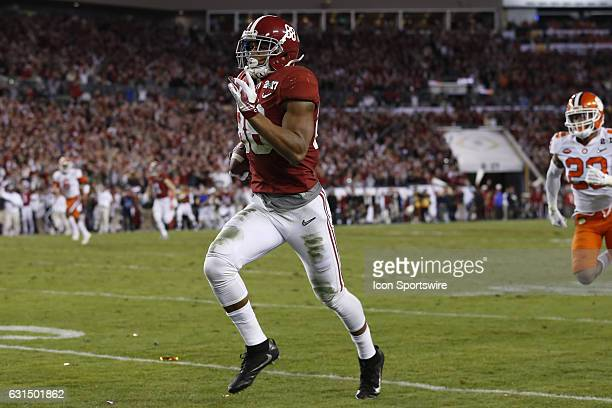 Alabama Crimson Tide tight end OJ Howard breaks free as he heads toward the end zone for a touchdown during the 2017 College Football National...
