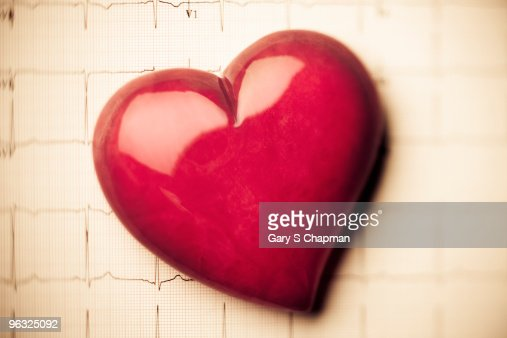 Alabaster heart on EKG readout : Stock Photo