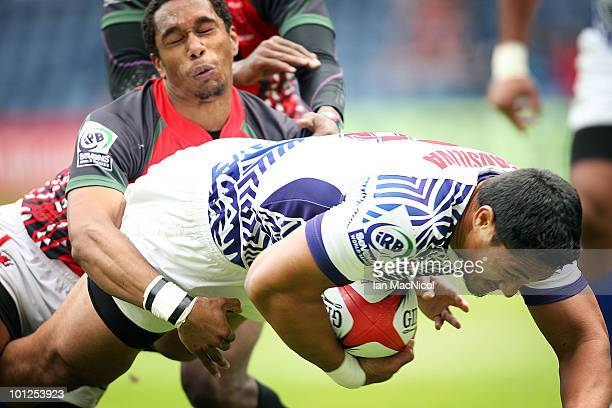 Alafoti Fa'osiliva scores a try during the match between Samoa and Kenya during the IRB Edinburgh Sevens Festival at Murrayfield Stadium on May 29...