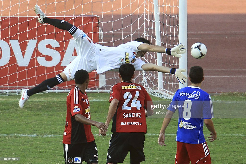 Alain Baroja, goalkeeper of Caracas FC in action during a match between Caracas FC and Atletico Venezuela as part of the Torneo Clausura 2013 at Brigido Iriarte Stadium on February 03, 2013 in Caracas, Venezuela.