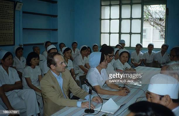 Alain Carpentier Cardiologist Surgeon In Visit At The Gral Hospital In Vietnam Au Vietnam en avril 1989 Alain CARPENTIER chirurgien cardiologue lors...