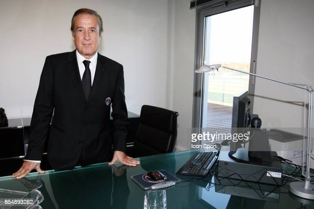 Alain CAYZAC dans son bureau Inauguration du Nouveau Centre d'entrainement du PSG Saint Germain en Laye Camp des Loges