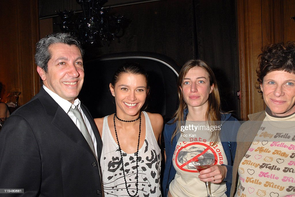 <a gi-track='captionPersonalityLinkClicked' href=/galleries/search?phrase=Alain+Chabat&family=editorial&specificpeople=615563 ng-click='$event.stopPropagation()'>Alain Chabat</a>, Emma De Caunes, Anais and Marion Vernoux