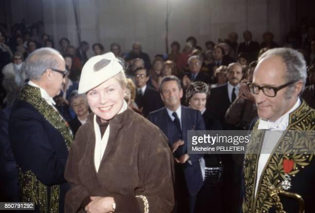 Alain Decaux écrivain biographe homme de télévision et de radio et académicien français en compagnie de Grace Kelly à Paris en février 1980 France