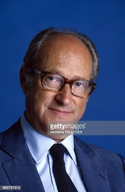 Alain Decaux écrivain biographe homme de télévision et de radio et académicien français à Paris en 1984 France
