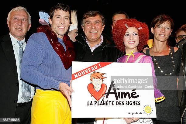 Alain Deloche Jean Pierre Foucault and Carole Gaessler at the press conference for 'Aime et la Planete des Signes'