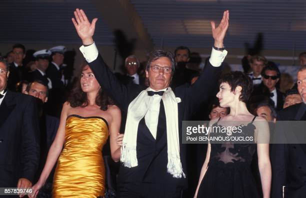 Alain Delon avec sa femme Rosalie van Breemen et Elsa pour le film 'Le Retour de Casanova' au 45eme Festival de Cannes le 9 mai 1992 a Cannes France