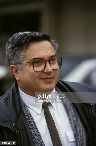 Alain Geismar directeur général adjoint de l'Agence de l'informatique en campagne pour les élections législatives le 7 mars 1993 à Villejuif France