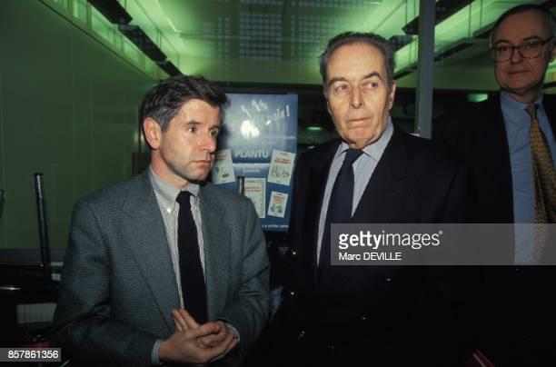 Alain Minc et Andre Fontaine ancien directeur lors de l'election de JeanMarie Colombani a la direction du quotidien Le Monde le 4 mars 1994 a Paris...