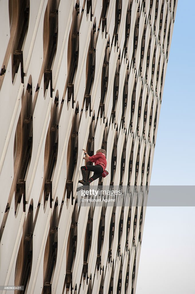 <a gi-track='captionPersonalityLinkClicked' href=/galleries/search?phrase=Alain+Robert+-+Climber&family=editorial&specificpeople=769748 ng-click='$event.stopPropagation()'>Alain Robert</a> climbs the Ariane Tower, situated in the La Defense business centre on March 27, 2014 in Paris, France. After taking approximately 45 minutes to complete the climb Robert was arrested by police before being released later without being charged.