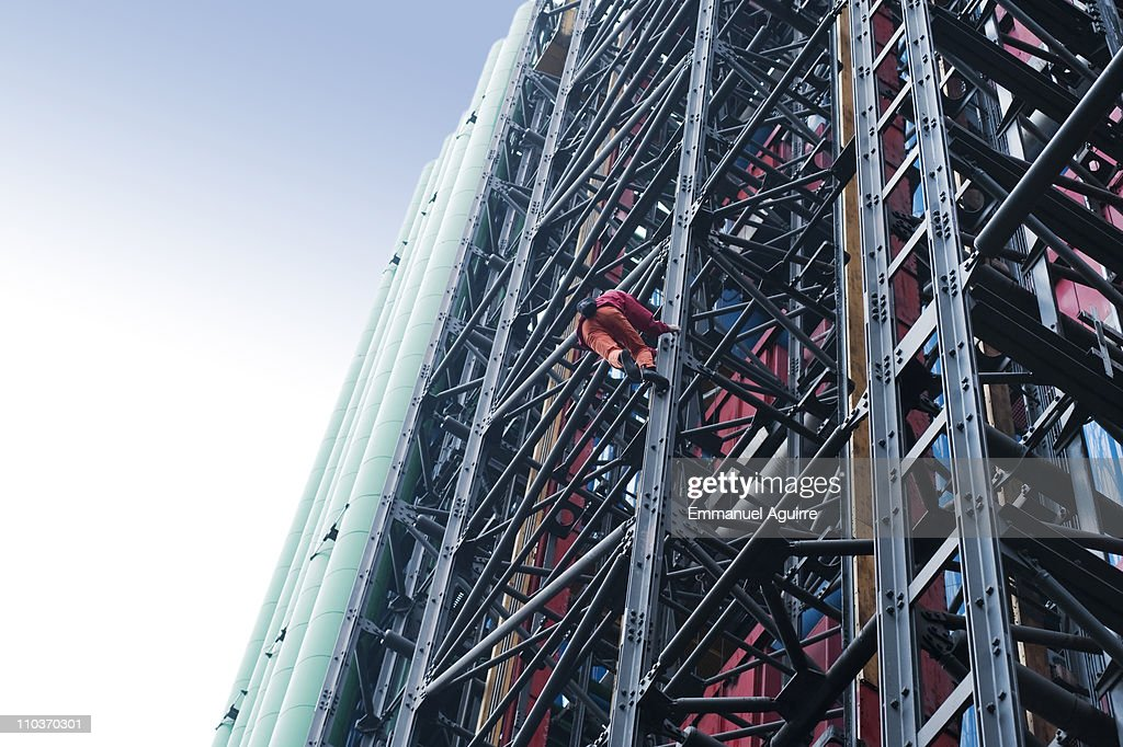 <a gi-track='captionPersonalityLinkClicked' href=/galleries/search?phrase=Alain+Robert+-+Climber&family=editorial&specificpeople=769748 ng-click='$event.stopPropagation()'>Alain Robert</a> climbs the Pompidou Centre on March 17, 2011 in Paris, France. Robert, who has scaled more than 85 structures around the world, successfully climbed the Pompidou Centre in approximately 20 minutes.