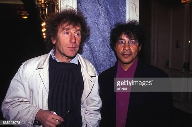 Alain Souchon et Laurent Voulzy lors de la sortie d'un album en octobre 1995 à Paris France