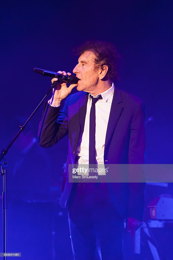 <a gi-track='captionPersonalityLinkClicked' href=/galleries/search?phrase=Alain+Souchon&family=editorial&specificpeople=866908 ng-click='$event.stopPropagation()'>Alain Souchon</a> performs live on stage at Eventim Apollo on May 26, 2016 in London, England.