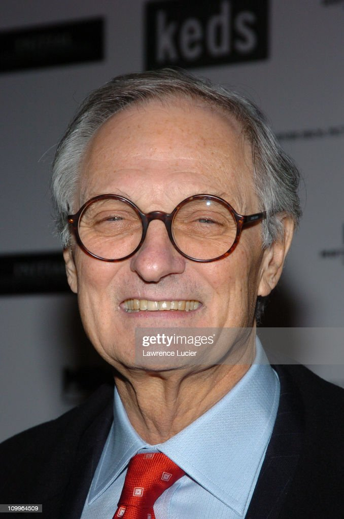 <a gi-track='captionPersonalityLinkClicked' href=/galleries/search?phrase=Alan+Alda&family=editorial&specificpeople=206416 ng-click='$event.stopPropagation()'>Alan Alda</a> during The Aviator New York City Premiere - Outside Arrivals at Ziegfeld Theatre in New York City, New York, United States.