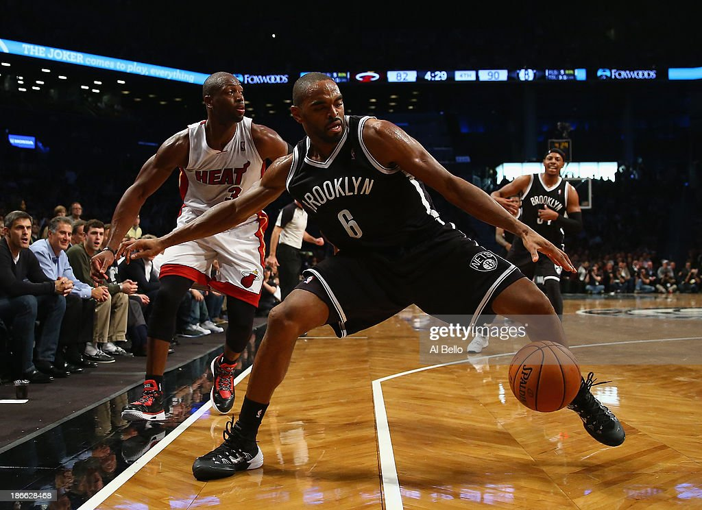 <a gi-track='captionPersonalityLinkClicked' href=/galleries/search?phrase=Alan+Anderson&family=editorial&specificpeople=3945355 ng-click='$event.stopPropagation()'>Alan Anderson</a> #6 of the Brooklyn Nets and <a gi-track='captionPersonalityLinkClicked' href=/galleries/search?phrase=Dwyane+Wade&family=editorial&specificpeople=201481 ng-click='$event.stopPropagation()'>Dwyane Wade</a> #3 of the Miami Heat battle for the ball during their game at the Barclays Center on November 1, 2013 in the Brooklyn borough of New York City.