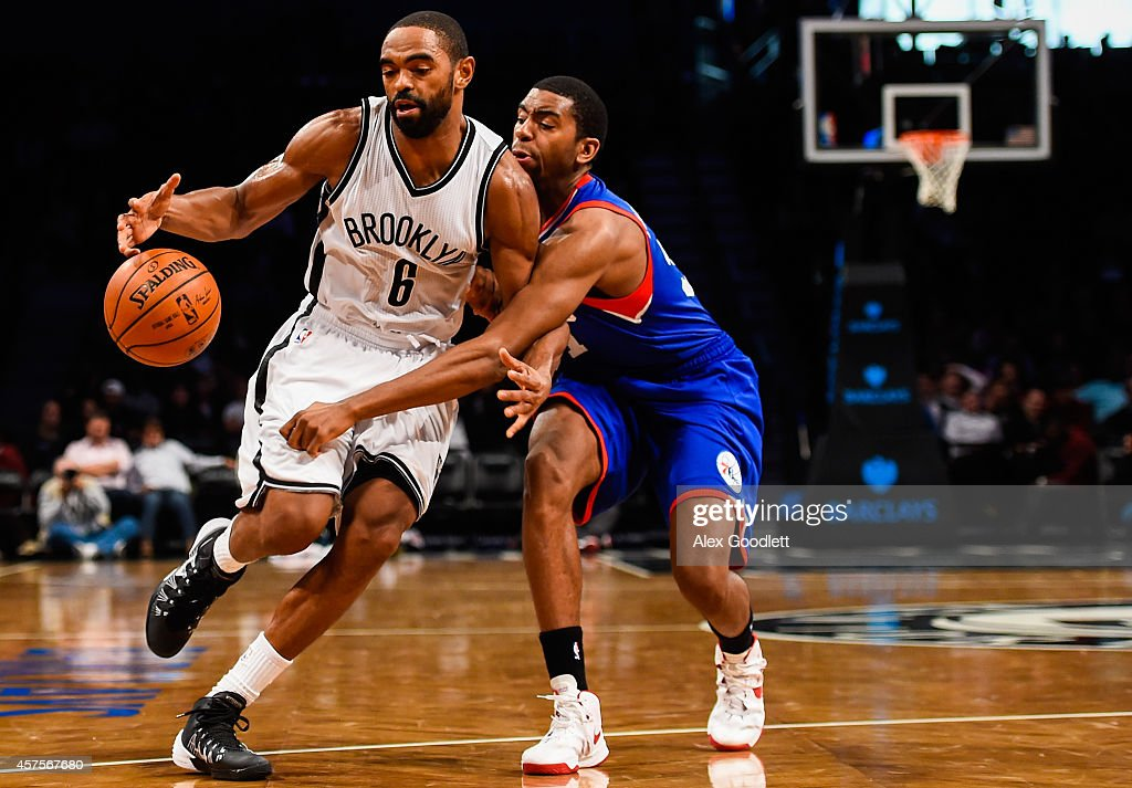 <a gi-track='captionPersonalityLinkClicked' href=/galleries/search?phrase=Alan+Anderson&family=editorial&specificpeople=3945355 ng-click='$event.stopPropagation()'>Alan Anderson</a> #6 of the Brooklyn Nets attempts to drive past <a gi-track='captionPersonalityLinkClicked' href=/galleries/search?phrase=Hollis+Thompson&family=editorial&specificpeople=6586021 ng-click='$event.stopPropagation()'>Hollis Thompson</a> #31 of the Philadelphia 76ers in a preseason game at the Barclays Center on October 20, 2014 in New York City.