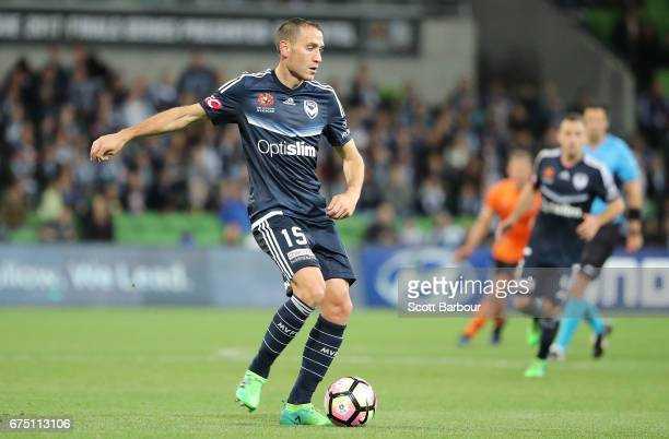 Alan Baro of the Victory runs with the ball during the ALeague Semi Final match between Melbourne Victory and the Brisbane Roar at AAMI Park on April...