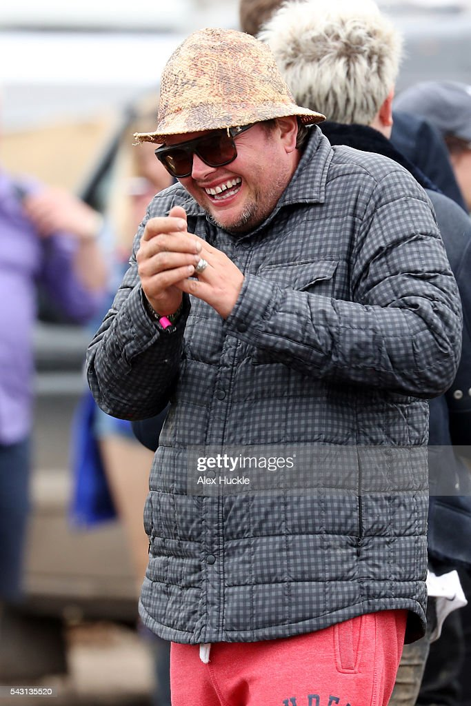 <a gi-track='captionPersonalityLinkClicked' href=/galleries/search?phrase=Alan+Carr&family=editorial&specificpeople=559469 ng-click='$event.stopPropagation()'>Alan Carr</a> attends the Glastonbury Festival at Worthy Farm, Pilton on June 26, 2016 in Glastonbury, England.