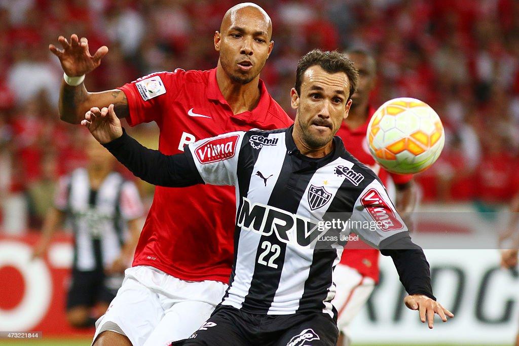 Internacional v Atletico MG - Copa Bridgestone Libertadores 2015 Round of 16