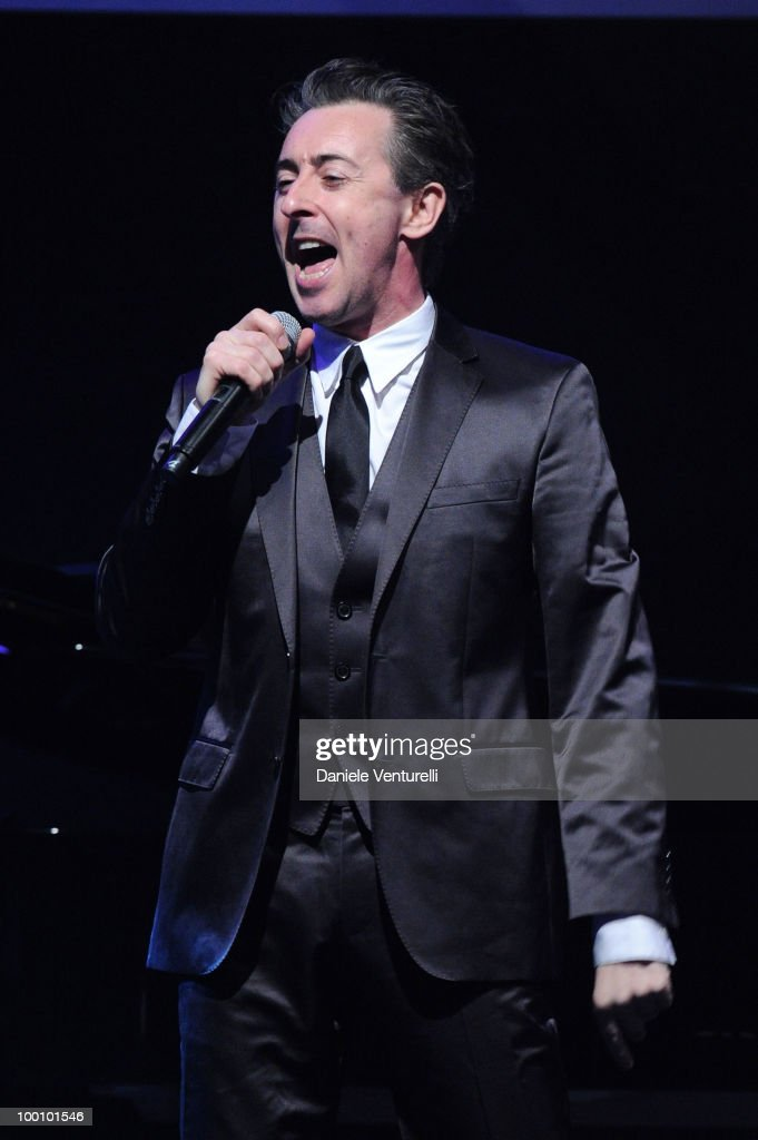 Alan Cumming performs during amfAR's Cinema Against AIDS 2010 benefit gala at the Hotel du Cap on May 20, 2010 in Antibes, France.