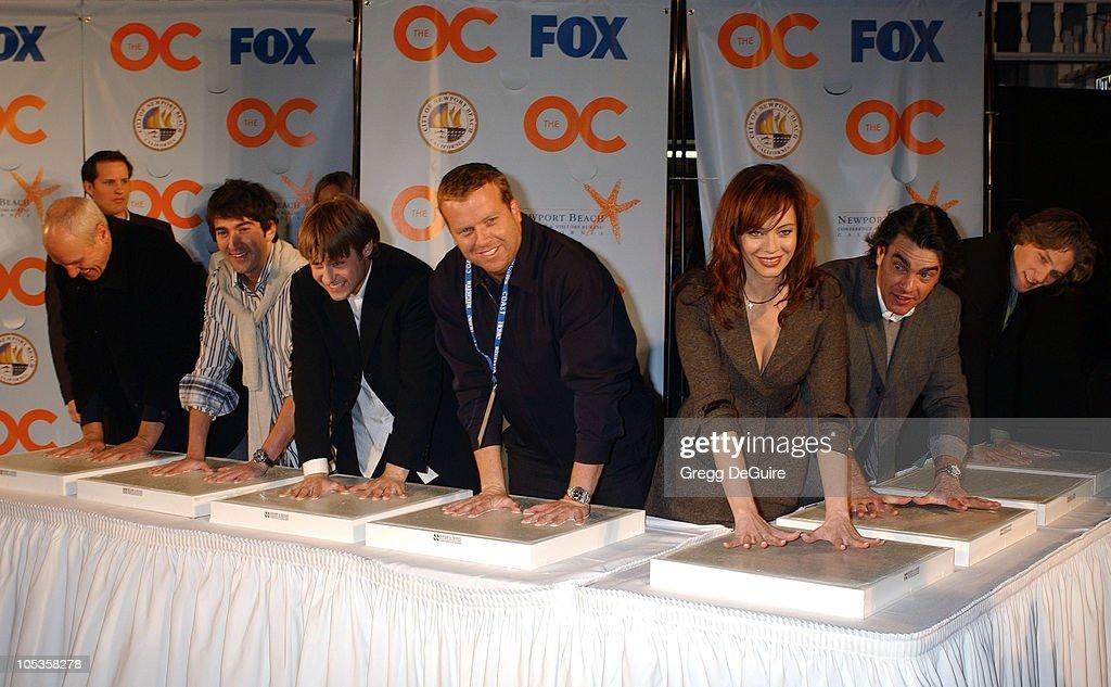 Alan Dale Josh Schwartz Benjamin McKenzie McG Melinda Clarke Peter Gallagher and Michael Cassidy cast and producers of 'The OC'