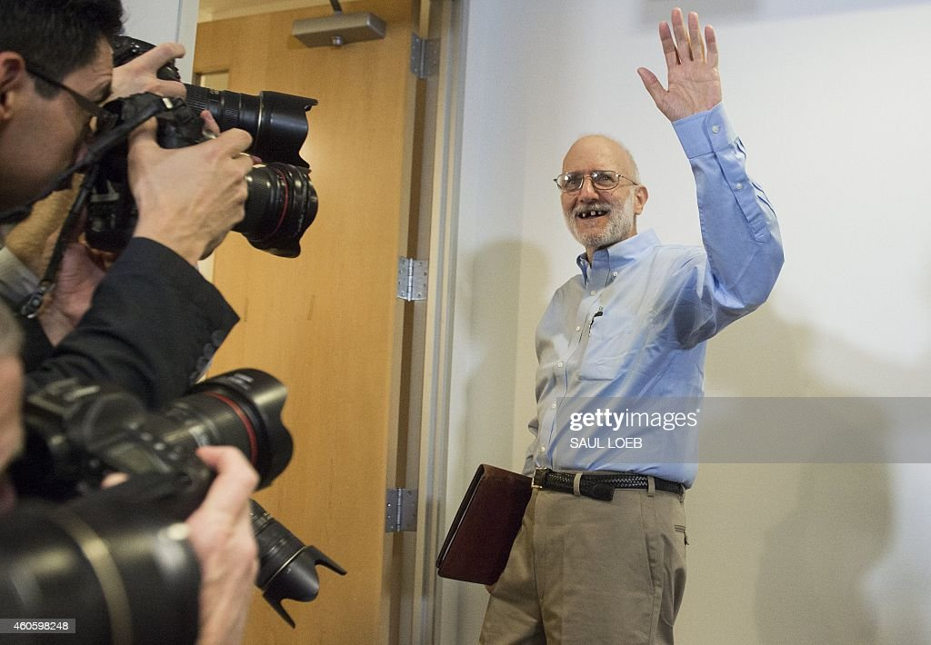 Alan Gross, waves as he leaves a press conference after being released by Cuba on December 17, 2014 in Washington,DC. Gross, an American contractor jailed on the communist-ruled island since 2009, was released amid signs of an imminent thaw in ties between the Cold War foes. AFP PHOTO / SAUL LOEB