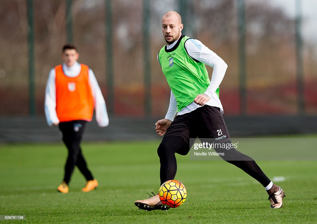 <a gi-track='captionPersonalityLinkClicked' href=/galleries/search?phrase=Alan+Hutton&family=editorial&specificpeople=839355 ng-click='$event.stopPropagation()'>Alan Hutton</a> of Aston Villa in action during a Aston Villa training session at the club's training ground at Bodymoor Heath on February 12, 2016 in Birmingham, England.