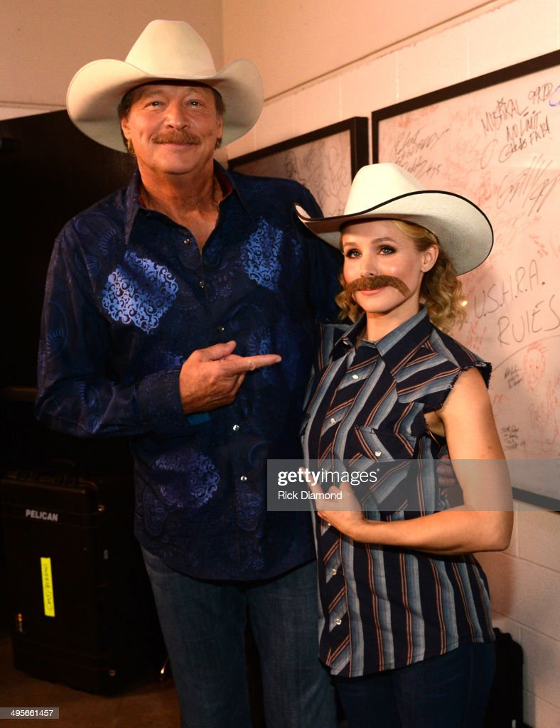 <a gi-track='captionPersonalityLinkClicked' href=/galleries/search?phrase=Alan+Jackson+-+Musician&family=editorial&specificpeople=13796586 ng-click='$event.stopPropagation()'>Alan Jackson</a> and <a gi-track='captionPersonalityLinkClicked' href=/galleries/search?phrase=Kristen+Bell&family=editorial&specificpeople=194764 ng-click='$event.stopPropagation()'>Kristen Bell</a> attend the 2014 CMT Music Awards at Bridgestone Arena on June 4, 2014 in Nashville, Tennessee.