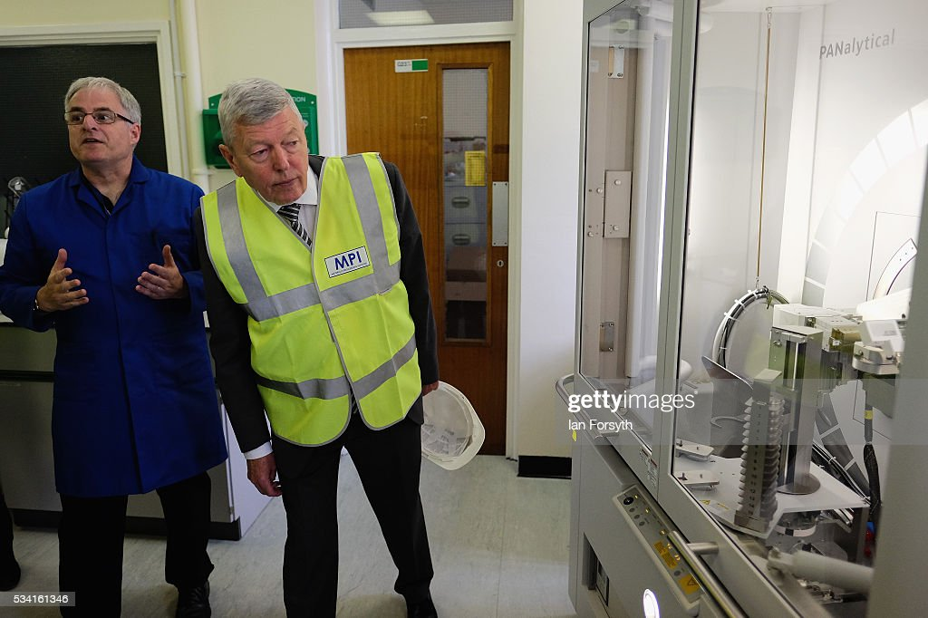 Alan Johnson (R) MP, chair of the Labour In for Britain campaign visits the Metals Process Institute during the 'Labour In' battle bus tour on May 25, 2016 in Middlesbrough, England. The Labour In for Britain battle bus will make several trips to the north east region as it tours the area ahead of the EU referendum on June 23.
