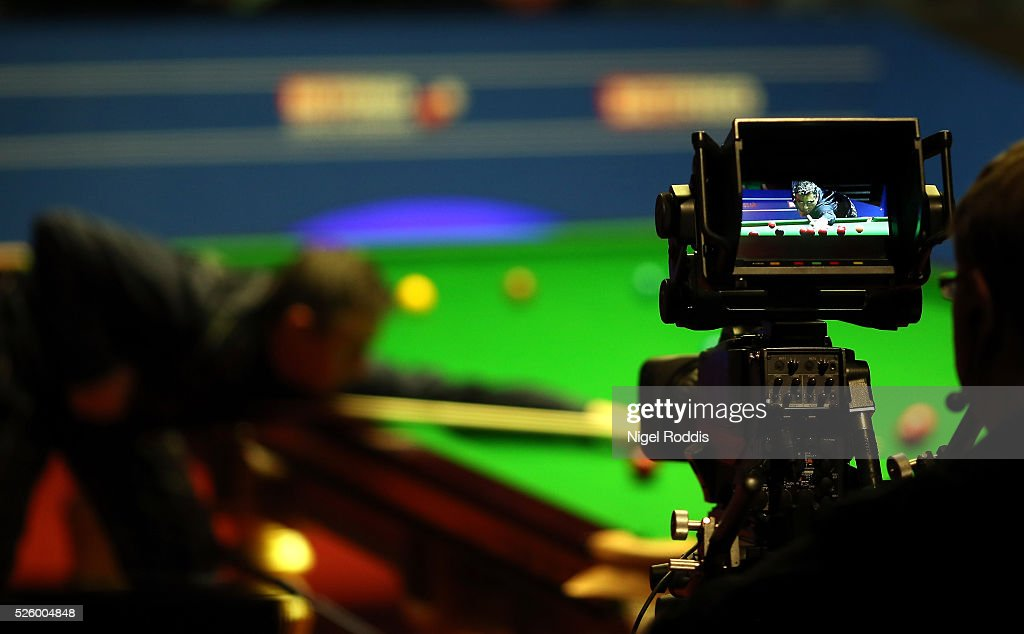 <a gi-track='captionPersonalityLinkClicked' href=/galleries/search?phrase=Alan+McManus&family=editorial&specificpeople=228666 ng-click='$event.stopPropagation()'>Alan McManus</a> of Scotland in action during his semi final match against Ding Junhui of China on day fourteen of the World Championship Snooker at Crucible Theatre on April 29, 2016 in Sheffield, England.