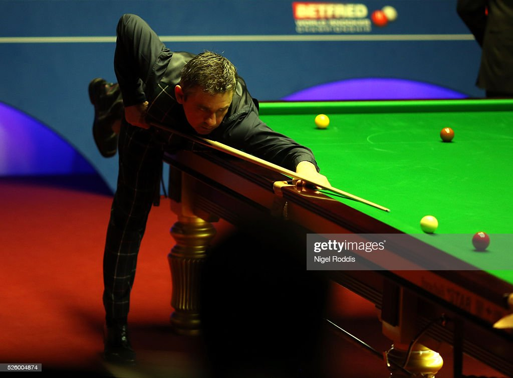 <a gi-track='captionPersonalityLinkClicked' href=/galleries/search?phrase=Alan+McManus&family=editorial&specificpeople=228666 ng-click='$event.stopPropagation()'>Alan McManus</a> of Scotland in action during his semi final match against <a gi-track='captionPersonalityLinkClicked' href=/galleries/search?phrase=Ding+Junhui&family=editorial&specificpeople=214712 ng-click='$event.stopPropagation()'>Ding Junhui</a> of China on day fourteen of the World Championship Snooker at Crucible Theatre on April 29, 2016 in Sheffield, England.