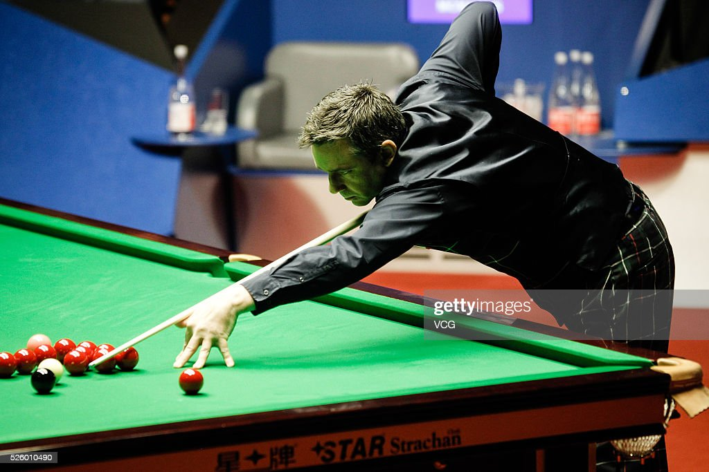 <a gi-track='captionPersonalityLinkClicked' href=/galleries/search?phrase=Alan+McManus&family=editorial&specificpeople=228666 ng-click='$event.stopPropagation()'>Alan McManus</a> of Scotland plays a shot in the second stage of semi-final against Ding Junhui of China on day thirteen of Betfred World Championship 2016 at The Crucible Theatre on April 29, 2016 in Sheffield, England.