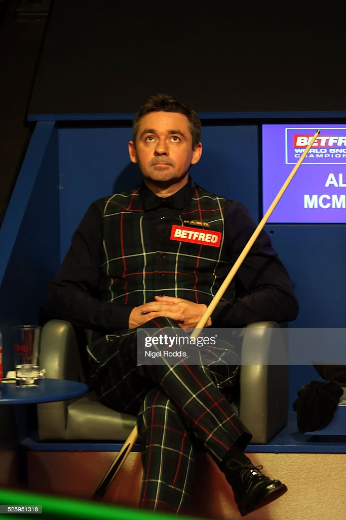 <a gi-track='captionPersonalityLinkClicked' href=/galleries/search?phrase=Alan+McManus&family=editorial&specificpeople=228666 ng-click='$event.stopPropagation()'>Alan McManus</a> of Scotland reacts during his semi final match against <a gi-track='captionPersonalityLinkClicked' href=/galleries/search?phrase=Ding+Junhui&family=editorial&specificpeople=214712 ng-click='$event.stopPropagation()'>Ding Junhui</a> of China on day fourteen of the World Championship Snooker at Crucible Theatre on April 29, 2016 in Sheffield, England.