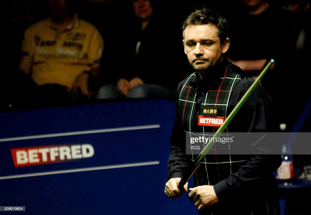 <a gi-track='captionPersonalityLinkClicked' href=/galleries/search?phrase=Alan+McManus&family=editorial&specificpeople=228666 ng-click='$event.stopPropagation()'>Alan McManus</a> of Scotland reacts in the second stage of his semi-final against Ding Junhui of China on day fourteen of Betfred World Championship 2016 at The Crucible Theatre on April 29, 2016 in Sheffield, England.