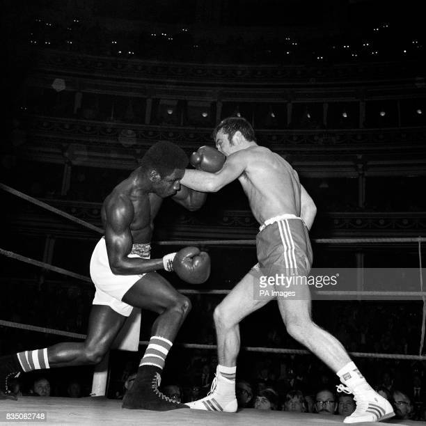Alan Minter of Crawley during tonights meeting at the Royal Albert Hall with Sugar Ray Seales of Portland Oregon whom he beat in their Middleweight...