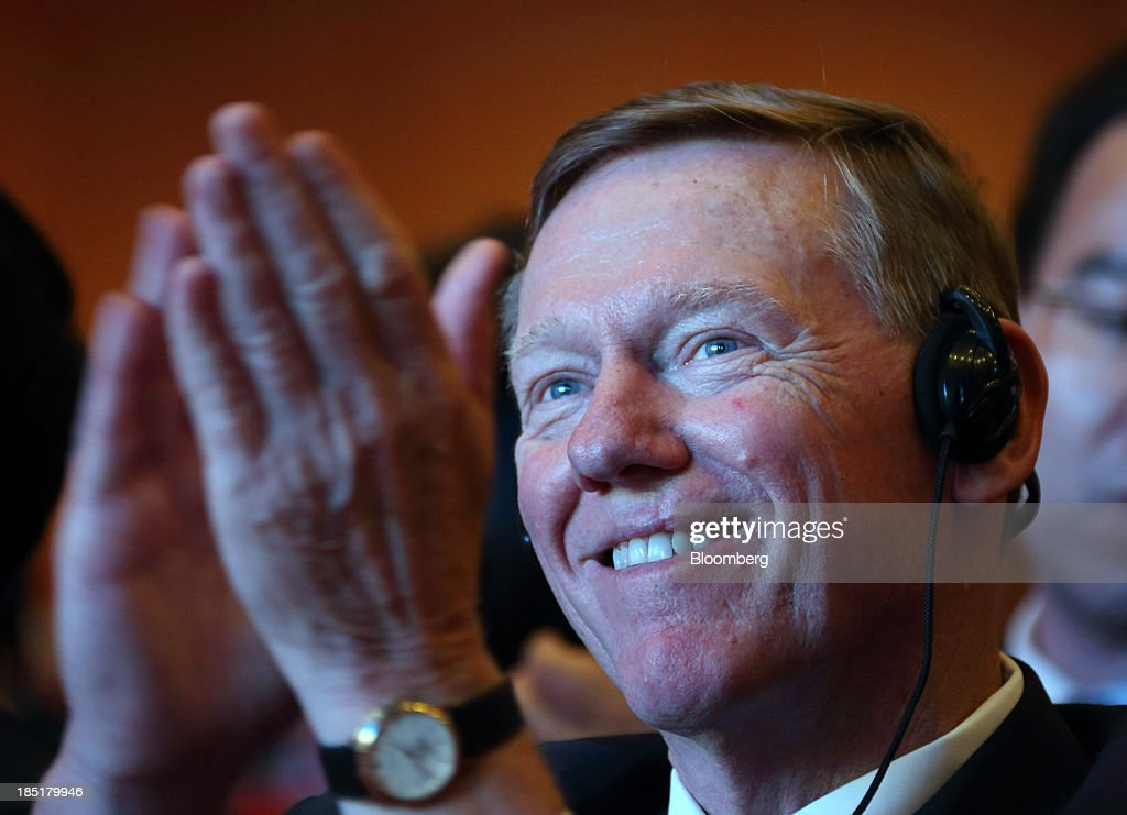 Alan Mulally, president and chief executive officer of Ford Motor Co., applauds as he attends a session at the Global Automotive Forum in Wuhan, China, on Friday, Oct. 18, 2013. Mulally today said his plans to stay at Ford through 2014 has not changed. Photographer: Tomohiro Ohsumi/Bloomberg via Getty Images