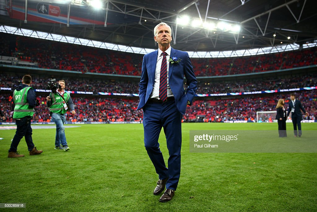 <a gi-track='captionPersonalityLinkClicked' href=/galleries/search?phrase=Alan+Pardew&family=editorial&specificpeople=171147 ng-click='$event.stopPropagation()'>Alan Pardew</a> manager of Crystal Palace looks dejected in defeat after The Emirates FA Cup Final match between Manchester United and Crystal Palace at Wembley Stadium on May 21, 2016 in London, England. Man Utd won 2-1 after extra time.
