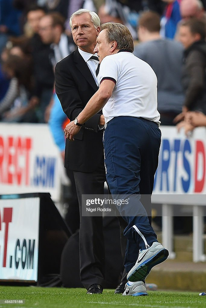 <a gi-track='captionPersonalityLinkClicked' href=/galleries/search?phrase=Alan+Pardew&family=editorial&specificpeople=171147 ng-click='$event.stopPropagation()'>Alan Pardew</a>, manager of Newcastle United shakes hands with Manager <a gi-track='captionPersonalityLinkClicked' href=/galleries/search?phrase=Neil+Warnock&family=editorial&specificpeople=644786 ng-click='$event.stopPropagation()'>Neil Warnock</a> of Crystal Palace during the Barclays Premier League match between Newcastle United and Crystal Palace at St James' Park on August 30, 2014 in Newcastle upon Tyne, England.