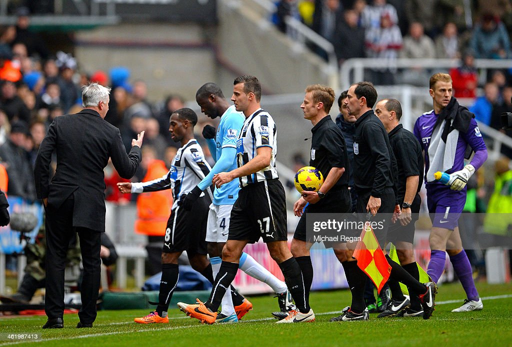 Alan Pardew (L) the Newcastle manager complains to Referee Mike Jones and his officials as they leave the pitch at half time during the Barclays Premier League match between Newcastle United and Manchester City at St James' Park on January 12, 2014 in Newcastle upon Tyne, England.