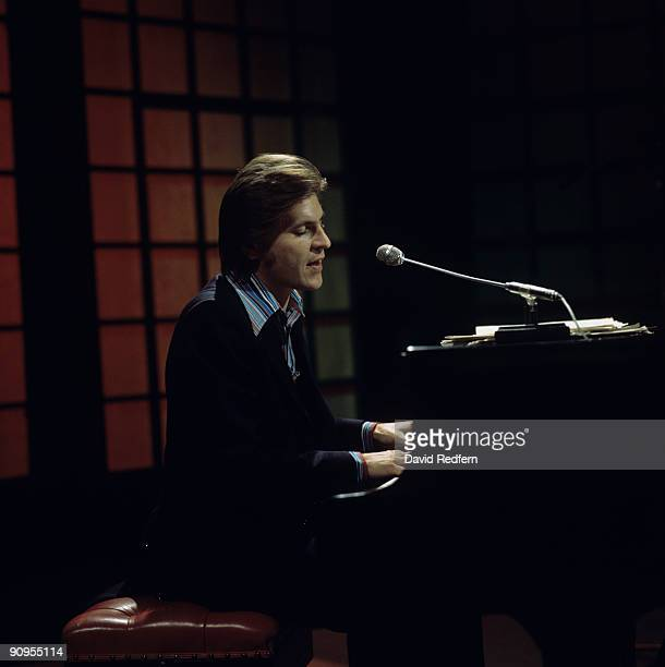 Alan Price performs on stage circa 1977