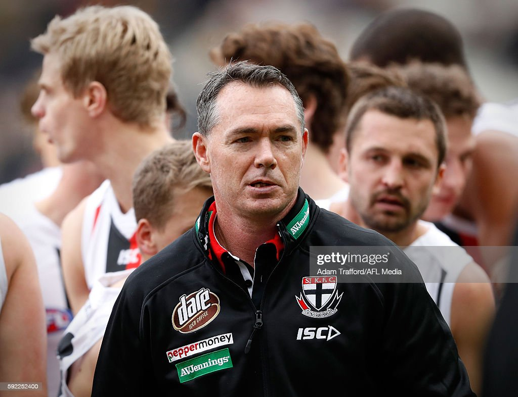 Alan Richardson Senior Coach of the Saints addresses his players during the 2016 AFL Round 22 match between the Richmond Tigers and the St Kilda...