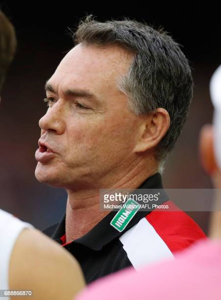 Alan Richardson Senior Coach of the Saints addresses his players during the 2017 AFL round 10 match between the Western Bulldogs and the St Kilda...