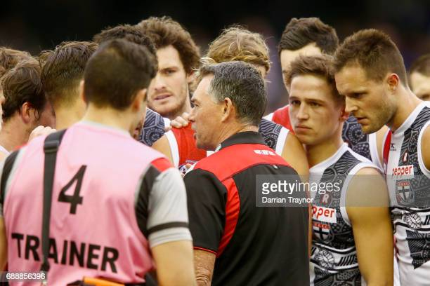 Alan Richardson Senior Coach of the Saints speaks to his players during the round 10 AFL match between the Western Bulldogs and the St Kilda Saints...
