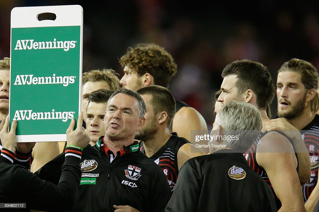 Alan Richardson, Senior Coach of the Saints speaks with his players during the round 10 AFL match between the St Kilda Saints and the Fremantle Dockers at Etihad Stadium on May 28, 2016 in Melbourne, Australia.