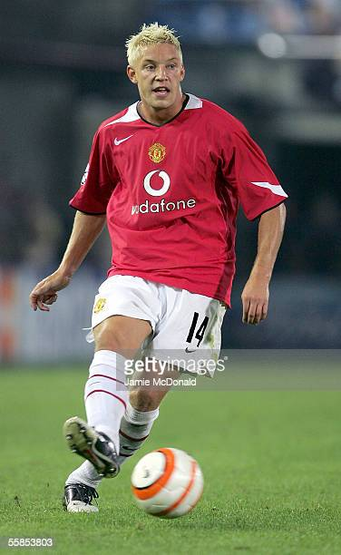 Alan Smith of Manchester United in action during the UEFA Champions League Group D match between Villarreal and Manchester United at the Campo...