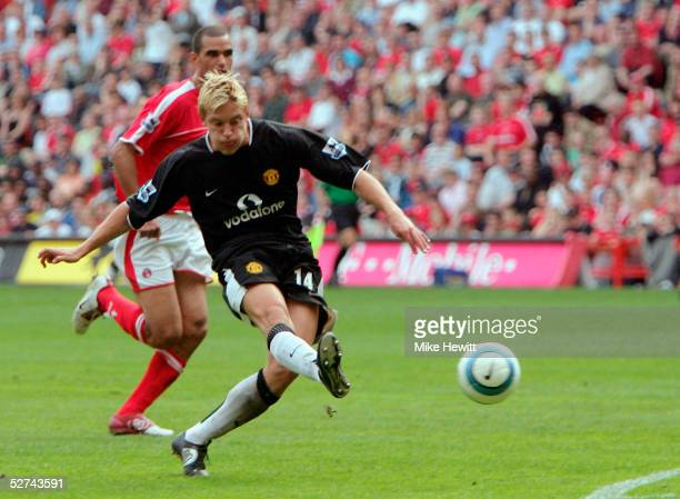 Alan Smith of Manchester United scores their third goal during the Barclays Premiership match between Charlton Athletic and Manchester United at The...