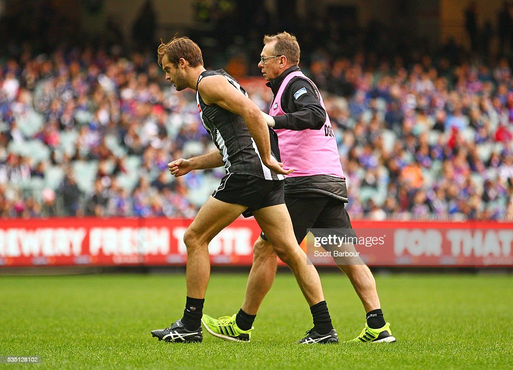 Alan Toovey of the Magpies leaves the field injured during the round 10 AFL match between the Collingwood Magpies and the Western Bulldogs at Melbourne Cricket Ground on May 29, 2016 in Melbourne, Australia.