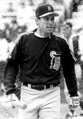 Alan Trammell of the Detroit Tigers walks away from the batting cage during batting practice circa 1995