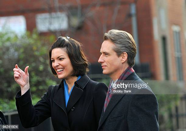 Alana de la Garza and Linus Roache on location for 'Law Order' on the streets of Manhattan on December 9 2009 in New York City