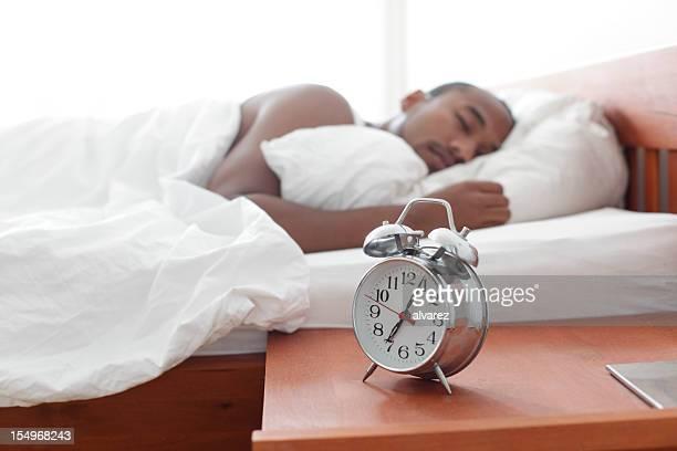 Orologio sveglia sul comodino